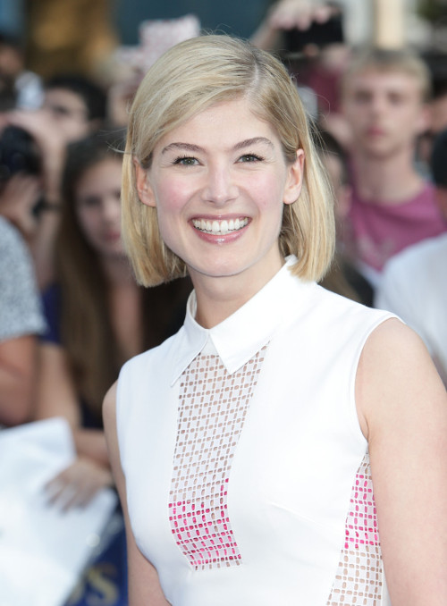 Rosamund Pike Confirmed To Star In David Fincher's Gone Girl Opposite Ben Affleck