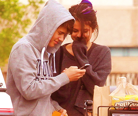 "Justin Bieber and Selena Gomez Building A ""Massive House"" Together In Tarzana, Los Angeles"