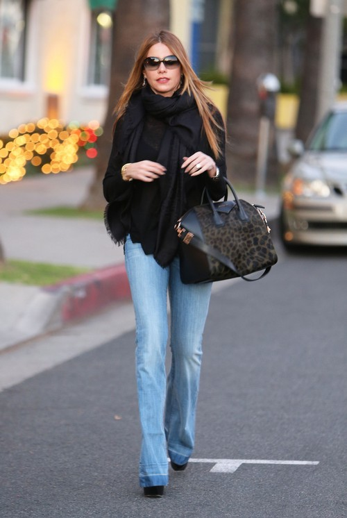 Semi-Exclusive... Sofia Vergara Leaving A Medical Building