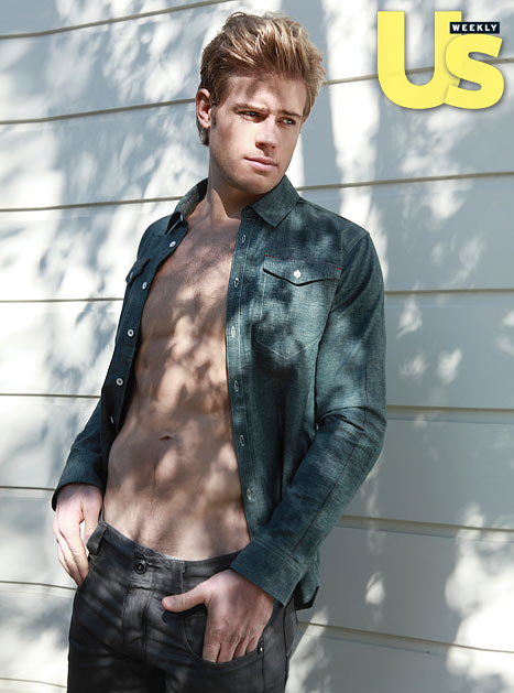 90210: Trevor Donovan is VERY Naked &#8211; PICS