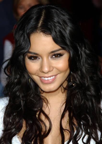 vanessa hudgens red carpet