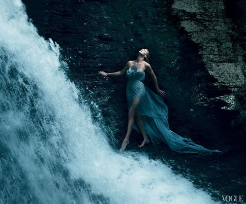 Charlize Theron – Vogue 2011 – 2