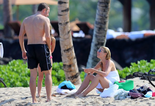 Exclusive… Gwyneth Paltrow Rings In New Years In A Bikini! – NO INTERNET USE WITHOUT PRIOR AGREEMENT