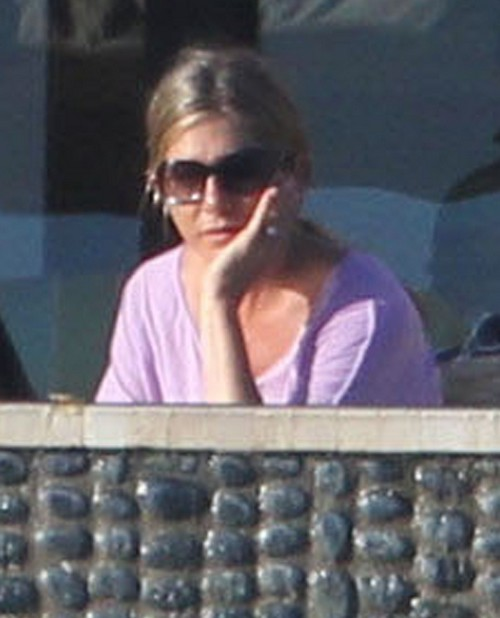 Jennifer Aniston Feuding With Kim Kardashian Over Theft Of Hairdresser