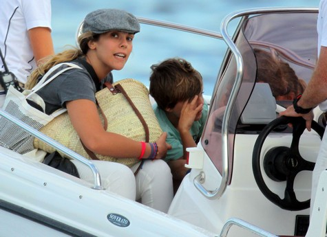 Vanessa Paradis And The Kids Vacation On A Yacht
