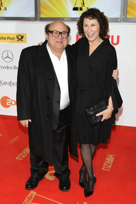 Danny DeVito and Rhea Perlman SPLIT UP! | Hollywood Hiccups