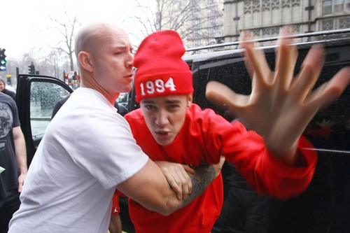 Semi-Exclusive... Grumpy Justin Bieber Woke Up On The Wrong Side Of The Bed!!