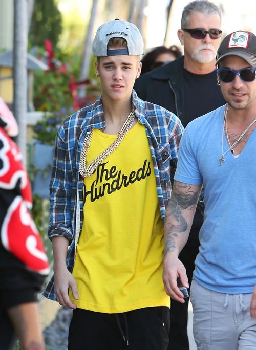 Semi-Exclusive... Justin Bieber Enjoys Miami With His Crew