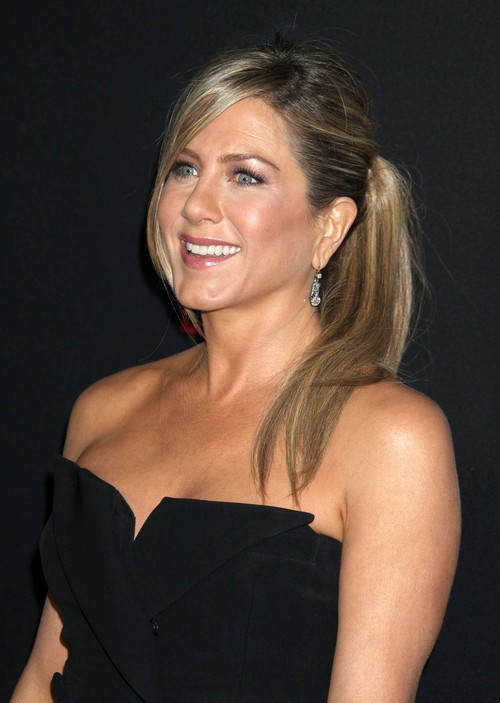 Jennifer Aniston Angry Over Wedding Rumors