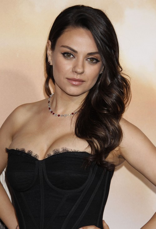 Mila Kunis And Ashton Kutcher Might've Gotten Married