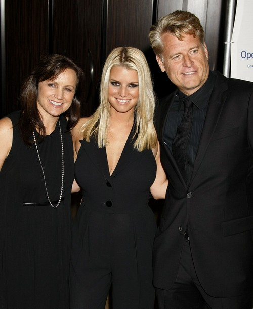 Jessica Simpson Has Disowned And Won't Talk To Dad Joe Simpson