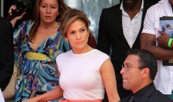 Jennifer Lopez Refuses to Make Eye Contact With the Help