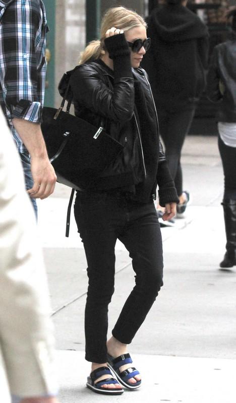 Friends Fear Mary Kate Olsen is On Drugs Again