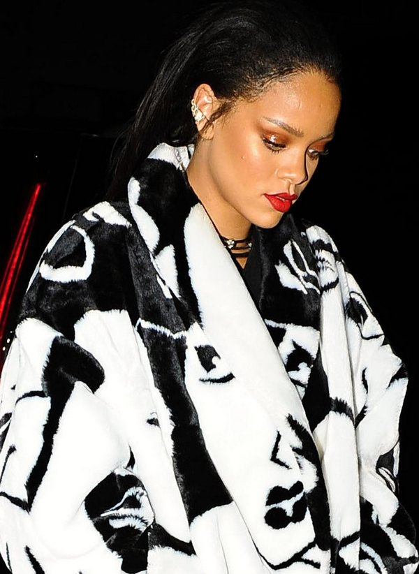 Rihanna Out For Dinner In Los Angeles
