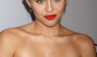 Miley Cyrus Crowned 'Sexiest Vegetarian Celebrity of 2015' by PETA