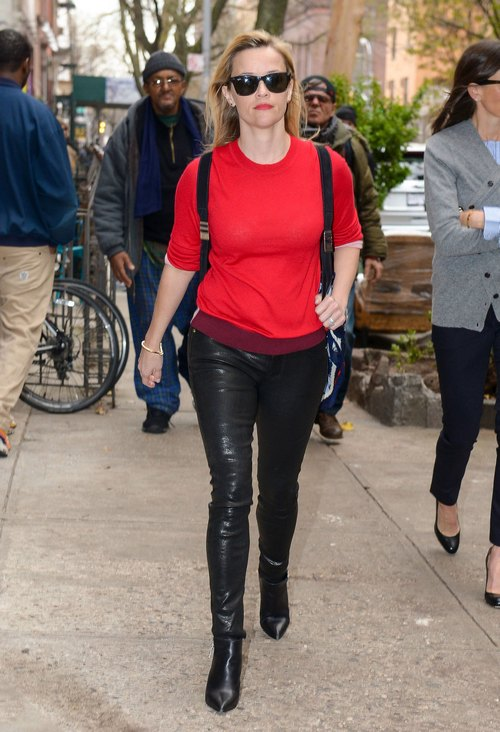 Reese Witherspoon Shops In New York City
