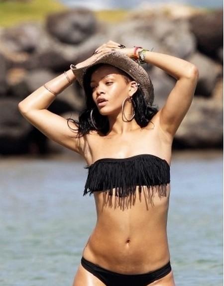 Rihanna-Bikini3