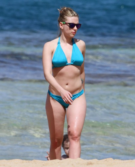 Scarlett Johansson Wants To Get Down And Dirty (Photo)