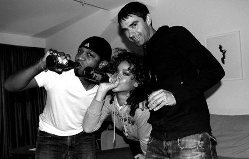 Rihanna – Facebook Candids – 3
