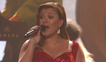 Kelly Clarkson ROCKS 'Mr. Know It All' at the 2011 AMAs! – VIDEO