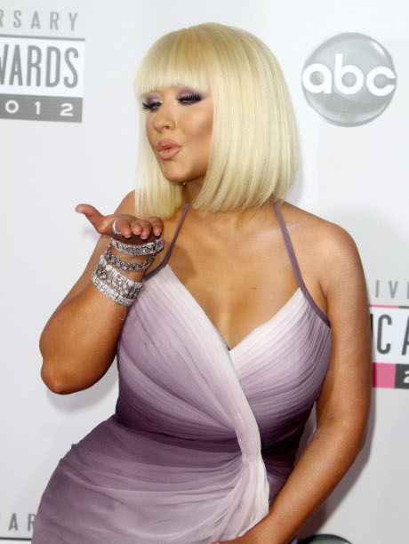 Christina Aguilera Weight Gain Noticeable at the American Music Awards: What Do You Think Of This Curvy Beauty?