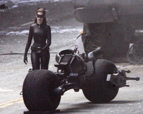 The Dark Knight Rises – Set Photos – Anne Hathaway – Catwoman – 4