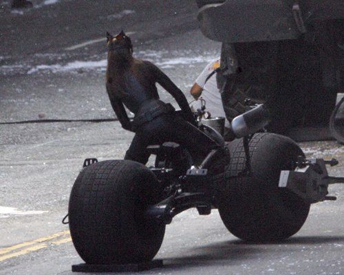 The Dark Knight Rises – Set Photos – Anne Hathaway – Catwoman –  5
