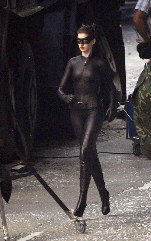 The Dark Knight Rises – Set Photos – Anne Hathaway – Catwoman –  6