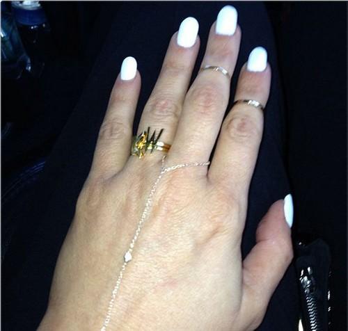 Kim Kardashian Engaged To Kayne West: Tweets Engagement Ring (Photo)