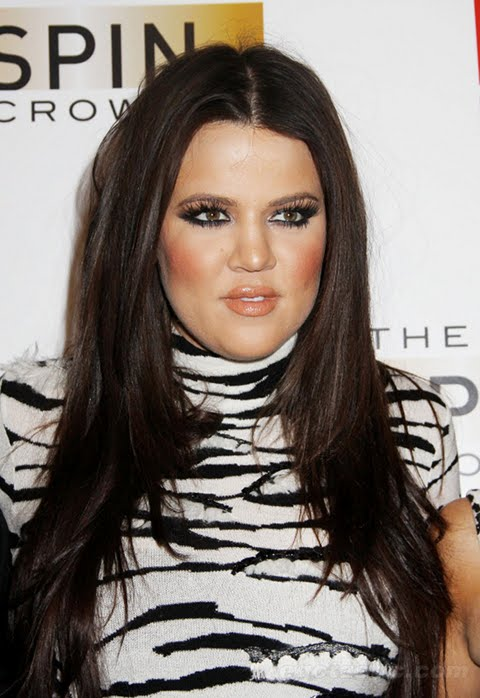 Khloe Kardashian Snaps On Twitter, Warns Fans Not To F*ck With Her Family!
