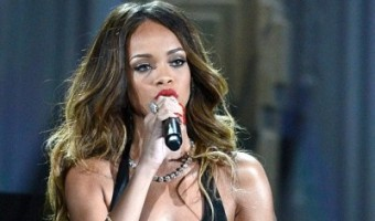 """Rihanna – Once Again – Shares Her Love For Chris Brown: """"He's Not A Monster"""""""