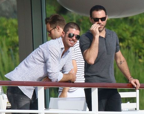Exclusive… Robin Thicke Hangs With Friends In Antibes